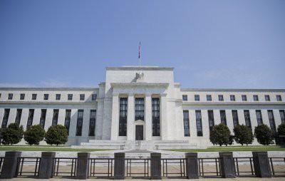 Федеральная резервная система (ФРС) США повысила базовую процентную ставку на 25 пунктов