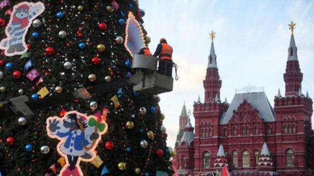 Елку на Красной площади в Москве к 2019 году уже поставили и украсили