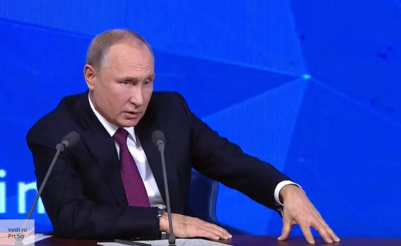 Российский флаг никому не может мешать - Путин пошутил на пресс-конференции