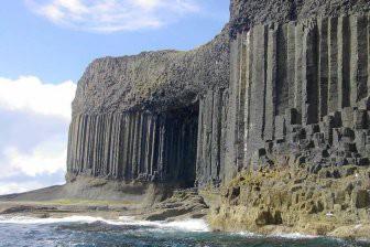 Фингалова пещера открывает свои тайны