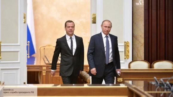 Путин и Медведев сверят часы