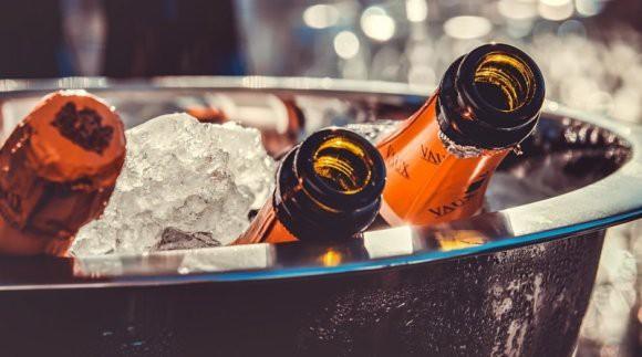 Британские ученые рассказали про опасность праздничных открыток, на которых изображен алкоголь