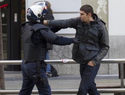 В московском метро пассажиры избили полициейского