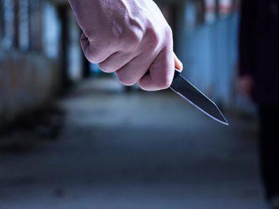 В Набережных Челнах мужчина с ножом напал на прохожих: один человек погиб
