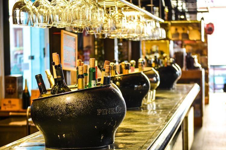 В России могут поднять возраст продажи алкоголя