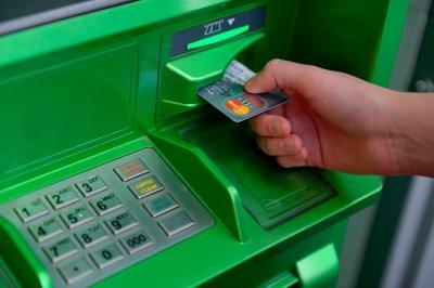 Снятие наличных с карты Сбербанка не будет облагаться комиссией с января