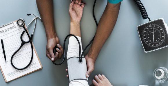 Британские ученые: низкие люди умирают в больнице чаше, чем обладатели среднего роста