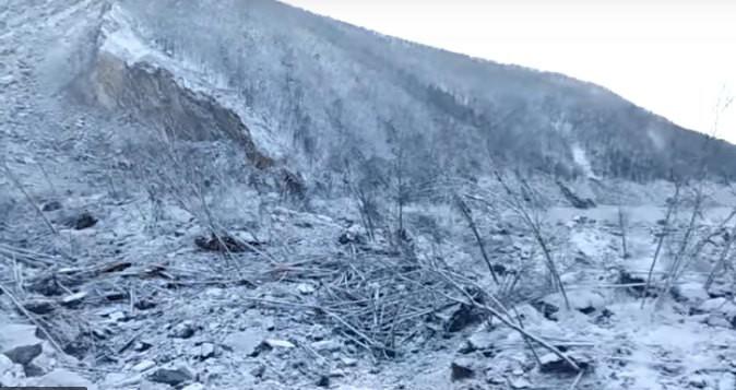В Хабаровском крае огромный упавший метеорит перегородил русло реки