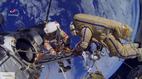 Космонавты с МКС дали показания по отверстию корпусе «Союза»