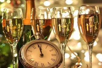 Эксперты узнали, почему опасно пить шампанское с пеплом бумаги