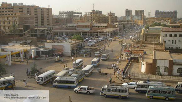 США, Европа и Израиль: эксперты рассказали, кто может стоять за беспорядками в Судане