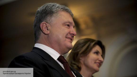 Азаров раскритиковал новогодний корпоратив Порошенко