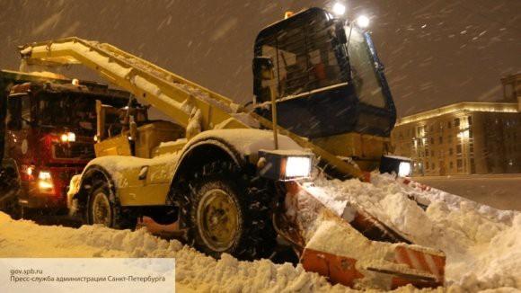 Коммунальным службам Петербурга удалось справиться с ночным снегопадом