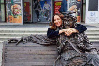 В Лондоне установили скульптуру Бабы Яги из Смоленска