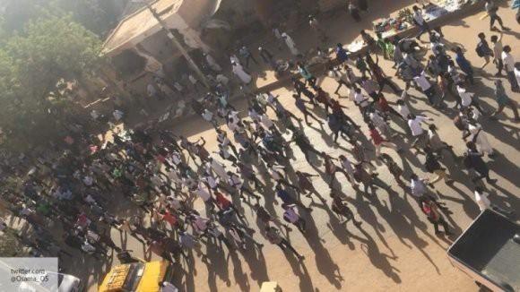 Эксперт: внешние силы разыгрывают в Судане сценарий «цветных революций»
