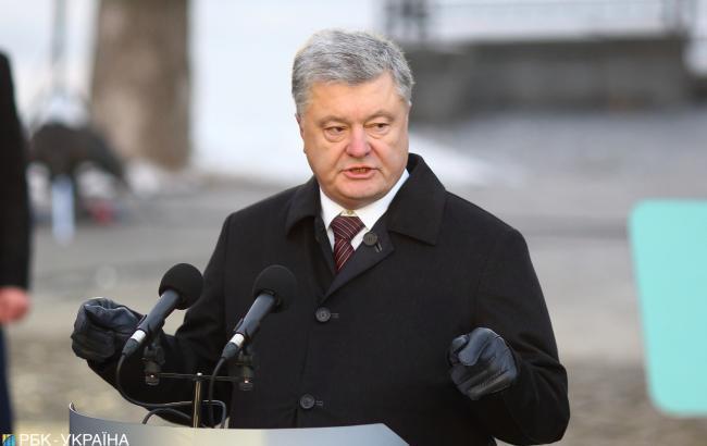 Порошенко отменил военное положение на Украине