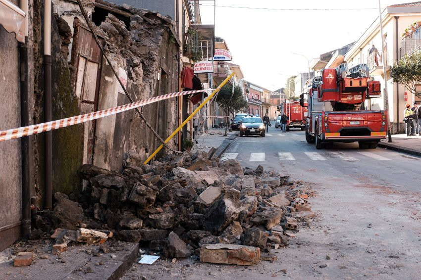 Извержение вулкана Этна на Сицилии спровоцировало ряд землетрясений
