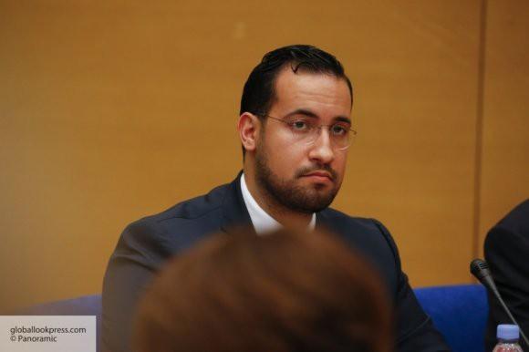 AFP: в Елисейском дворце допросили бывшего помощника Макрона