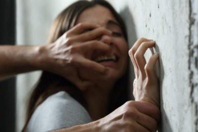 В Петербурге пьяную девушку изнасиловали в туалете фотостудии