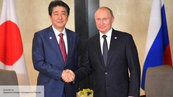 Токио ждет ответа от Вашингтона: Абэ прокомментировал возможное подписание мирного договора с Россией
