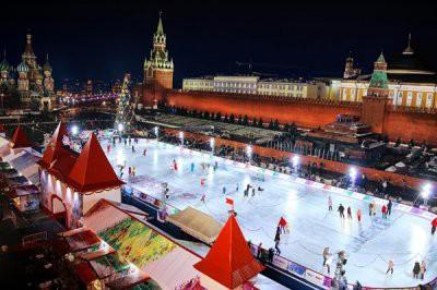 Власти Москвы открыли каток на Красной площади