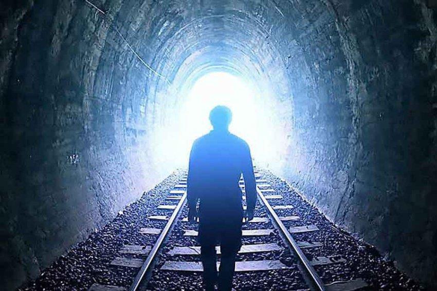 Ученые объяснили, откуда берется свет в конце тоннеля перед смертью