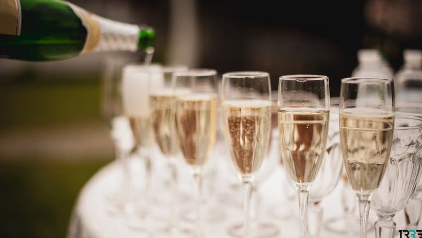 Пользователи сети составили список лучших видов шампанского под Новый Год