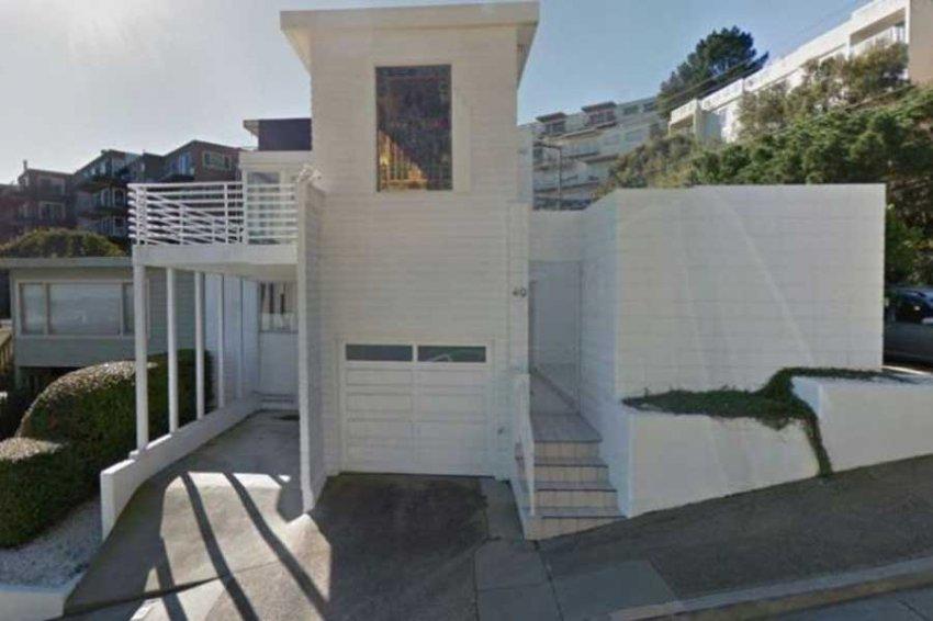 Американец снёс свой дом, но власти обязали его построить точную копию