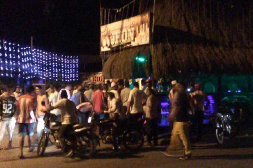 В Колумбии неизвестные бросили бомбу в футбольных фанатов