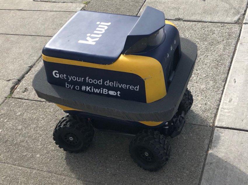 Робот-доставщик KiwiBot выехал на заказ и сгорел