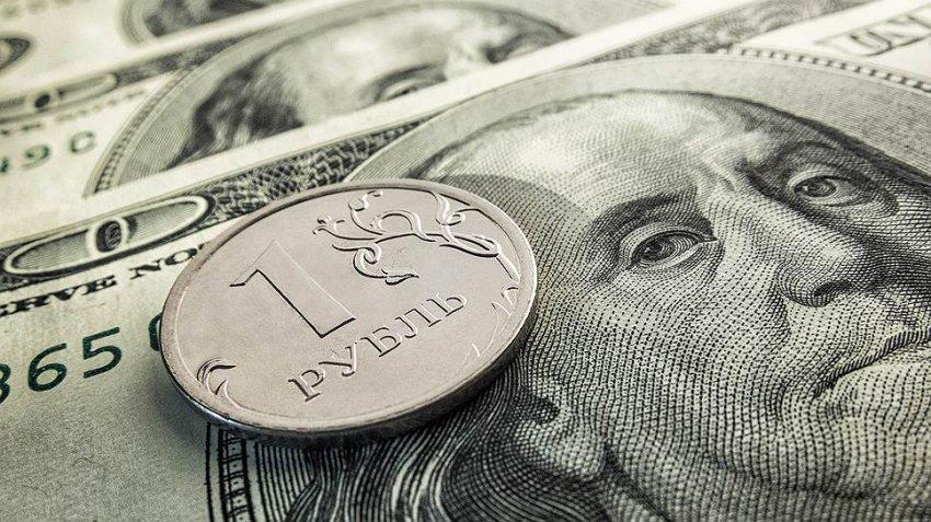 Курс рубля на Московской торговой бирже вырос сегодня к евро и доллару