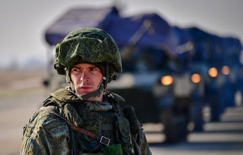 Путин указал на необходимость продолжать курс на развитие армии и флота