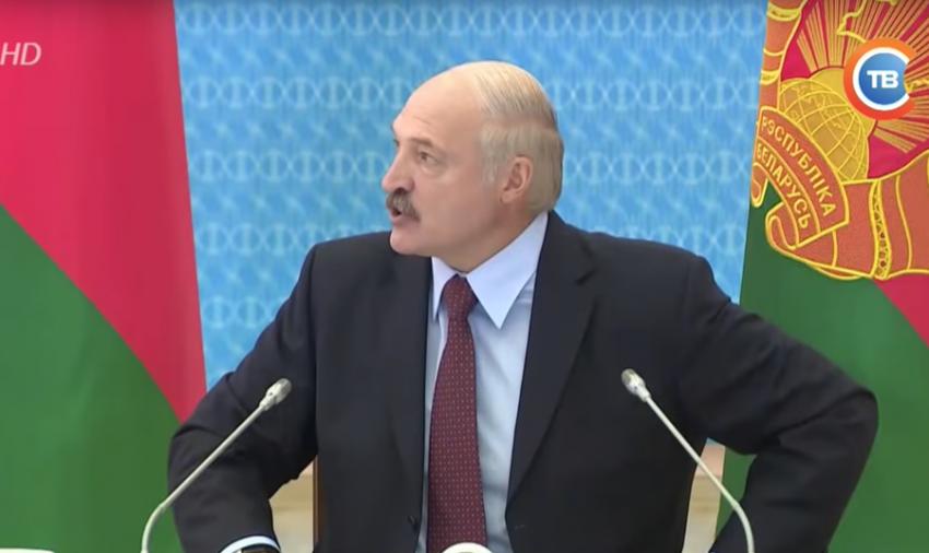Белорусский чиновник опозорился на совещании у Лукашенко (ВИДЕО)