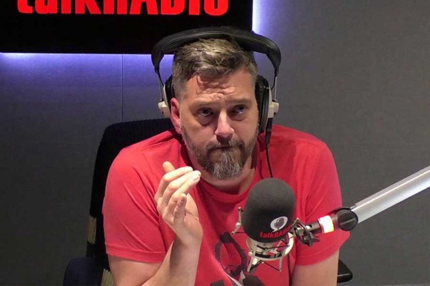 Ведущий радио спас дозвонившегося в эфир самоубийцу