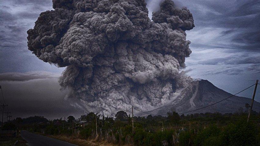 На данный момент в Индонезии готовятся к извержению 20 вулканов