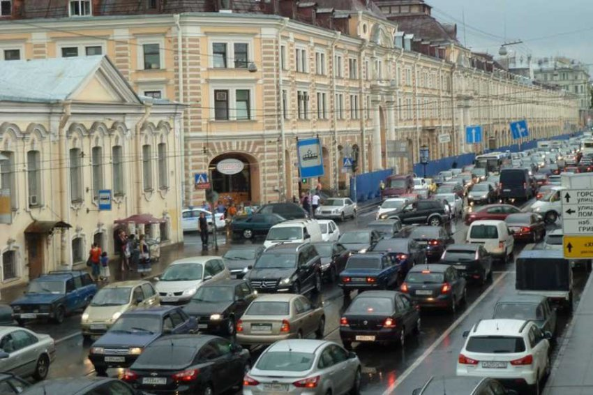 Жителей Санкт-Петербурга предупредили о предновогодних пробках
