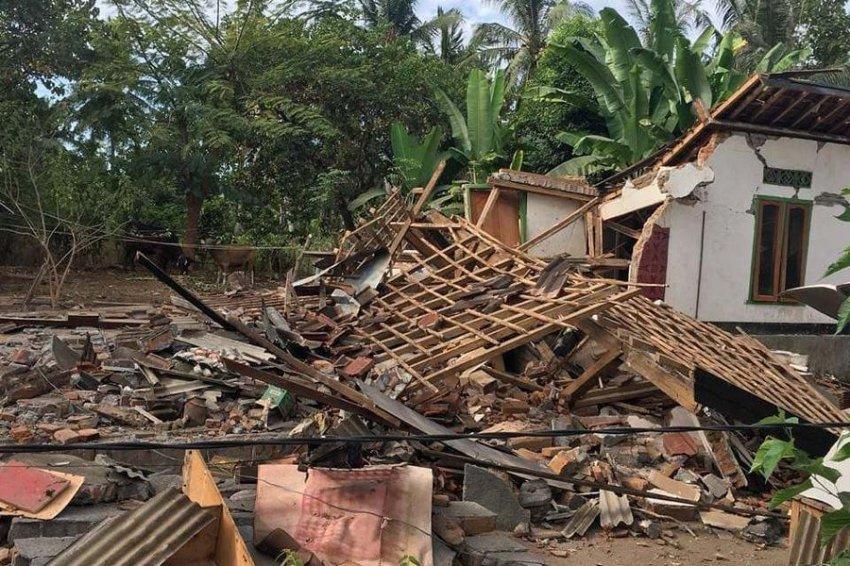 Число жертв цунами в Индонезии выросло до 168 человек