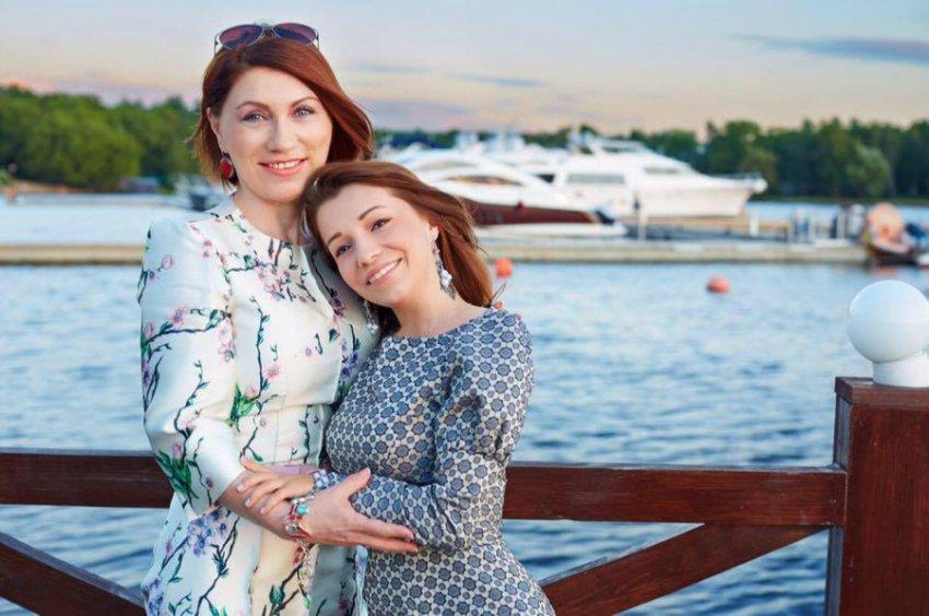 Роза Сябитова призвала дочь выбирать только некрасивых подруг
