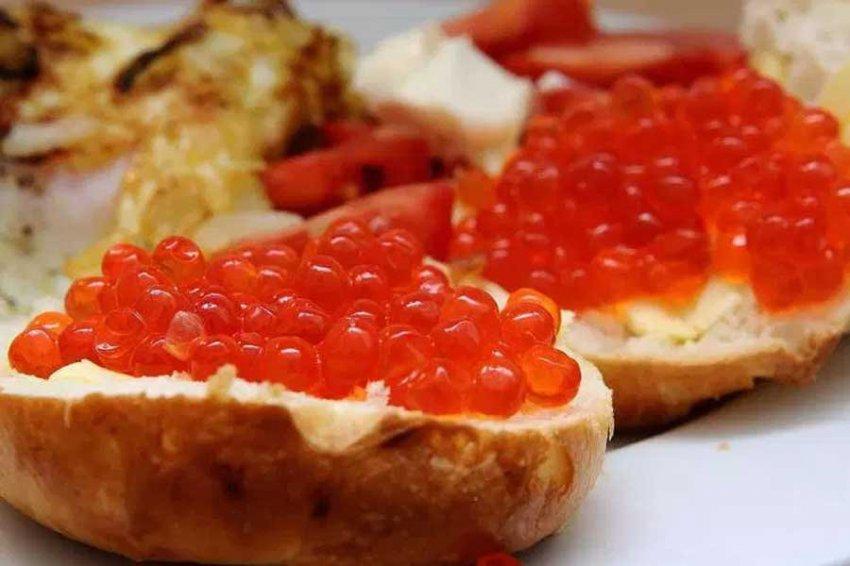 Названы секреты идеального бутерброда с икрой