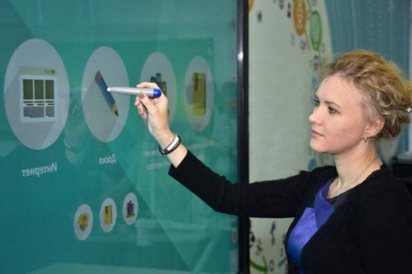 Исаак Калина рассказал о важности цифровых технологий в образовательном процессе Москвы