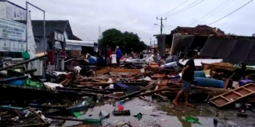 Индонезия ввела бесполетную зону вокруг набирающего силу вулкана Анак-Кракатау