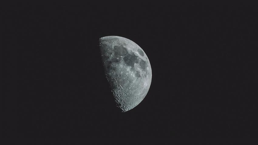 Новая находка на Луне: явно рукотворная конструкция прямоугольной формы