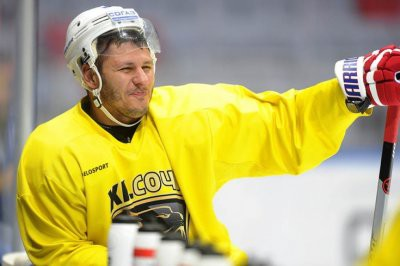 Российский хоккеист Сапрыкин устроил дебош на борту самолета
