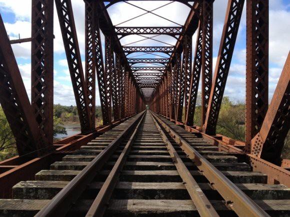 В ДНР неизвестные подорвали опору железнодорожного моста