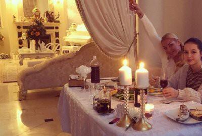 Скудный новогодний стол Анастасии Волочковой раскритиковали в сети