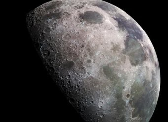 В сети опубликованы первые фото с обратной стороны Луны