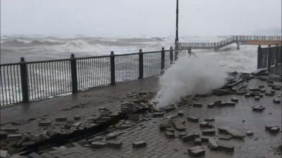 Шторм в Калининградской области обрушил часть променада