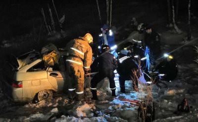 В Свердловской области в ДТП с лесовозом погибли четыре человека
