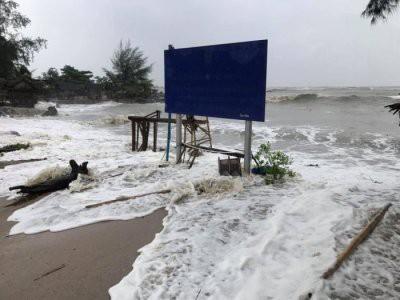 Острова Таиланда накрыл тропический шторм