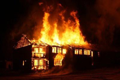 Два человека погибли при пожаре в Новосибирской области